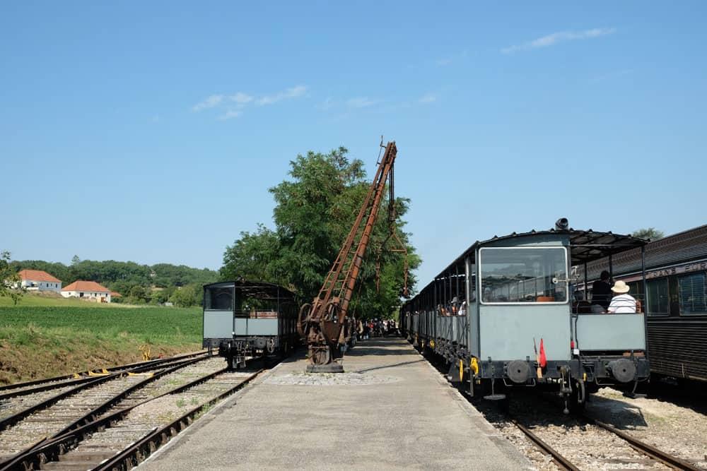 Le train à vapeur de Martel : la gare, les quais et le hall voyageurs © voyagerentrain.fr