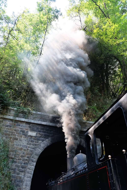 Le train à vapeur de Martel : évacuation de la pression © voyagerentrain.fr