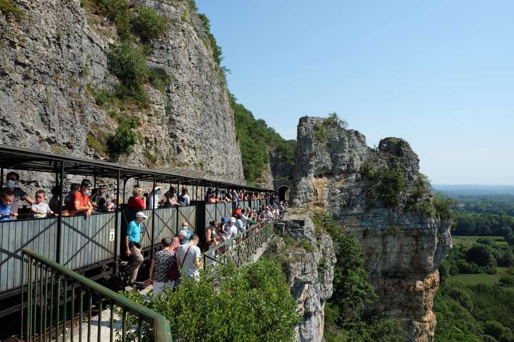 Panorama sur la Dordogne depuis le train touristique de Martel © voyagerentrain.fr