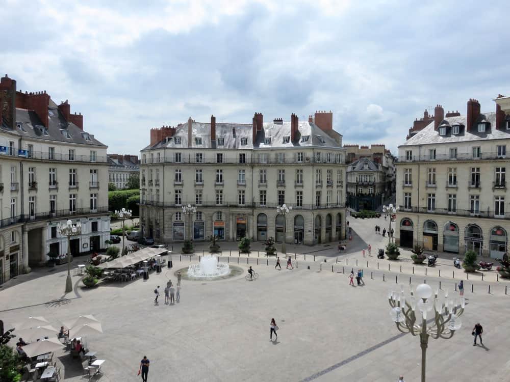 Que voir que faire depuis la gare de Nantes : la place Graslin © voyagerentrain.fr