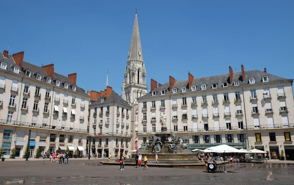 Que voir que faire depuis la gare de Nantes : la place Royale © voyagerentrain.fr