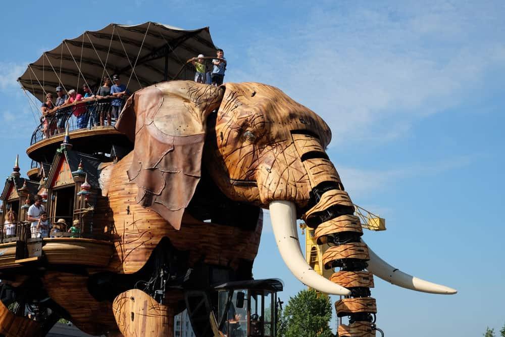 Que voir que faire depuis la gare de Nantes : le grand éléphant © voyagerentrain.fr