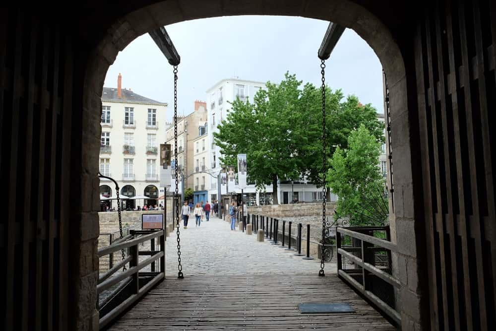 Que voir que faire depuis la gare de Nantes : le château des Ducs de Bretagne © voyagerentrain.fr